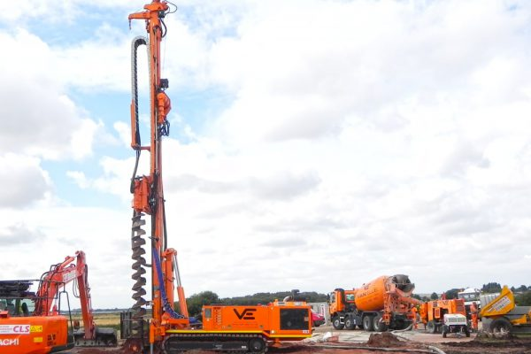 Huette HBR 207 is a hydraulic drill rig for micropiling, anchoring, soil investigation and geothermal application.