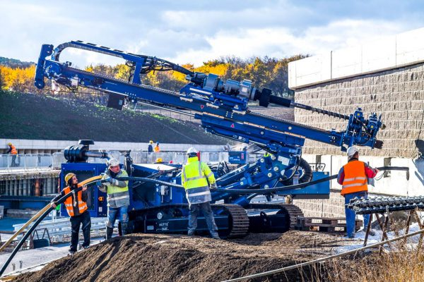 The Huette HBR 605 is the best-known Huette drill rig: it is a hydraulic drill rig suited to micropiling, anchoring, soil investigation, slope stabilization and geodrilling.